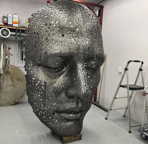 Sculpture made of bicycle chains